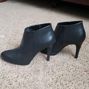 levity Shoes | Silver Platform Booties